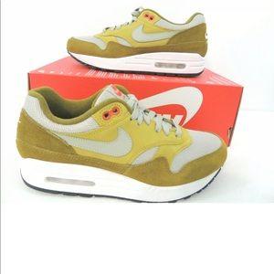 Nike Air Max 1 Premium Retro Curry Sneakers